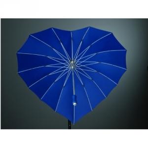 Regenschirm in Herzform