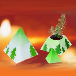 Pyramide mit Weihnachtsbaum